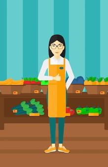 Przyjazny pracownik supermarketu
