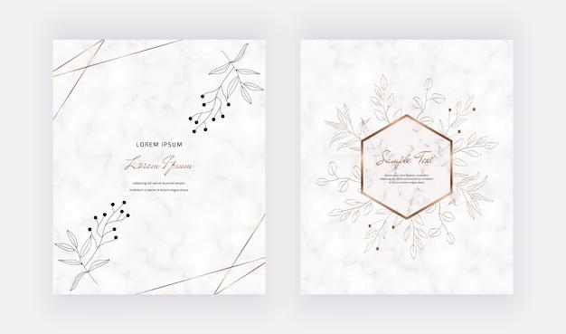 Przykryj marmurowe karty złotymi geometrycznymi wielokątnymi ramkami i czarnymi liśćmi.