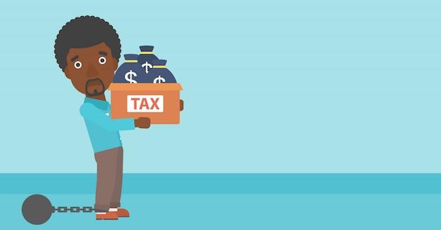 Przykuty biznesmen z torbami pełnymi podatków