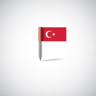 Przypinka flaga turcji, na białym tle na jasnym tle