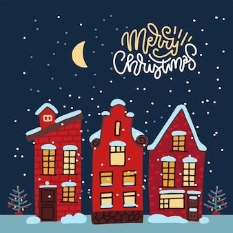 Przytulna kartka świąteczna z udekorowaną zaśnieżoną starówką w wigilię zimową nocą z księżycem i...