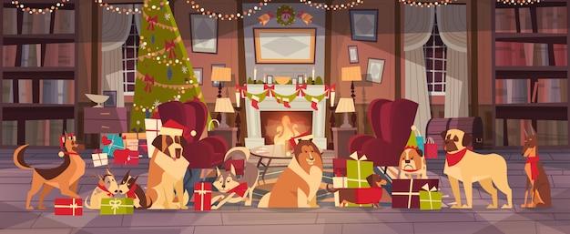 Psy w czapkach mikołaja w salonie z ozdobną sosną, wesołych świąt i szczęśliwego nowego roku