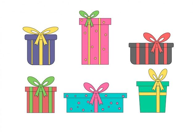 Pudełka na prezenty. kolorowe zapakowane prezenty na urodziny.