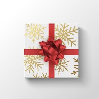 Pudełko prezentowe z widokiem z góry owinięte realistycznym pudełkiem prezentowym z czerwoną wstążką świąteczną lub świąteczną koncepcją sprzedaży