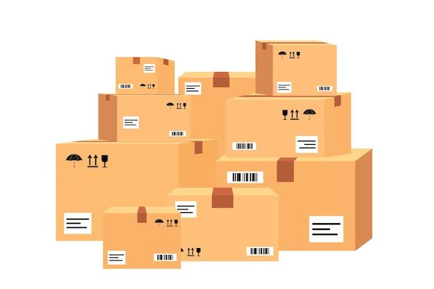 Pudła kartonowe na palecie drewnianej. różne pudełka na widok z przodu stosu magazynu. pudełka na drewnianej palecie ilustracji wektorowych. kilka składanych pudełek kartonowych o różnych rozmiarach