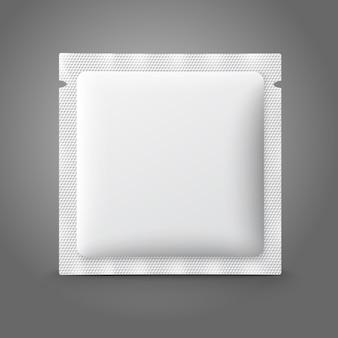 Pusta biała plastikowa saszetka na lekarstwa, prezerwatywy, leki, kawę, cukier, sól, przyprawy.