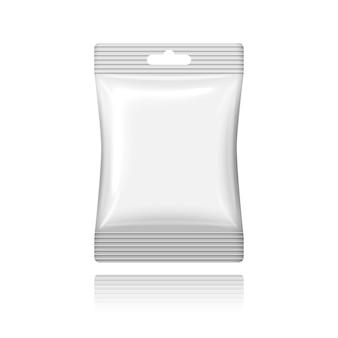Pusta biała saszetka z tworzywa sztucznego z otworem do zawieszania na kasę.