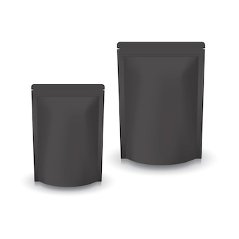 Pusta, czarna, stojąca torba strunowa w 2 rozmiarach na żywność lub zdrowy produkt. pojedynczo na białym tle w tle. gotowy do użycia przy projektowaniu opakowań.