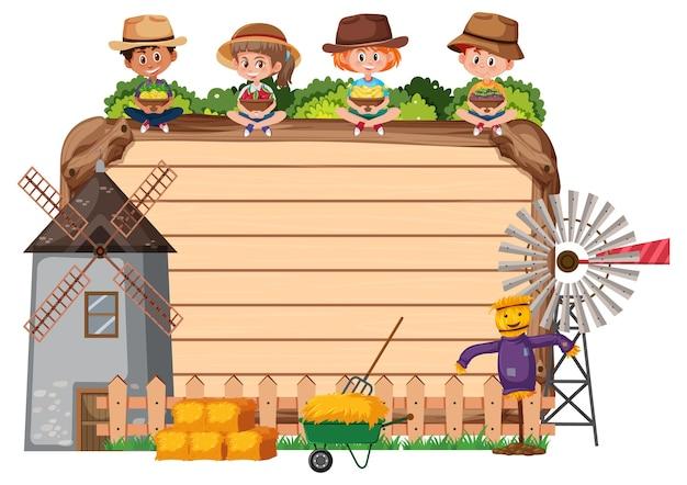 Pusta drewniana deska z rolnikami i wiatrakiem