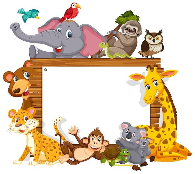 Pusta drewniana rama z różnymi dzikimi zwierzętami