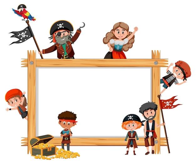 Pusta drewniana rama z wieloma postaciami z kreskówek dla dzieci piratów