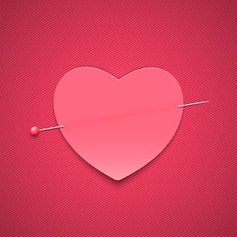 Pusta romantyczna notatka w kształcie serca z pinezką.