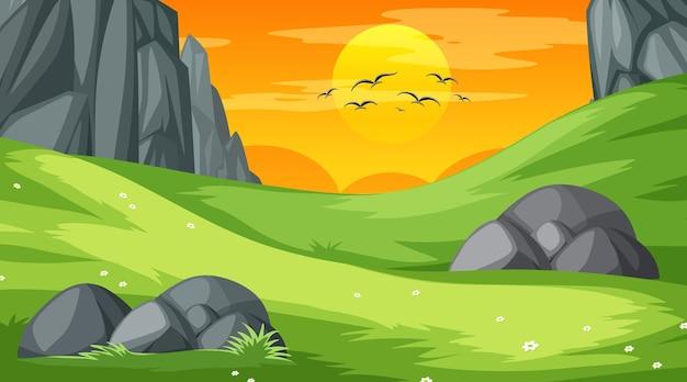 Pusta scena krajobrazu parku przyrody w czasie zachodu słońca