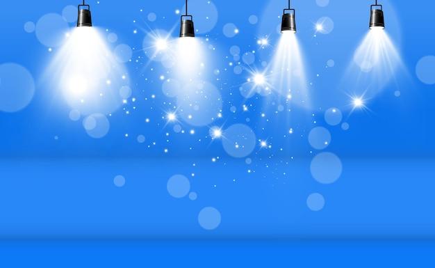 Pusta scena z reflektorami urządzenia oświetleniowe na przezroczystym
