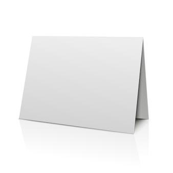 Pusta skoroszytowa papierowa karta odizolowywająca na bielu. szablon