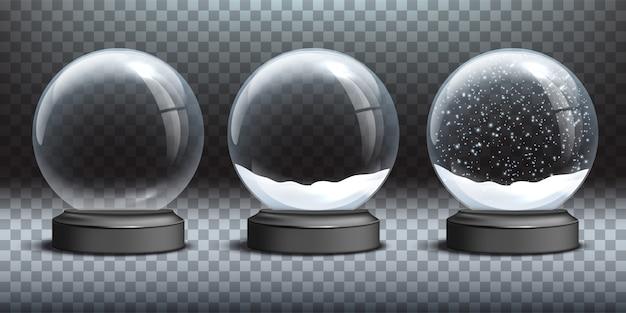 Pusta szklana kula śnieżna i kule śnieżne ze śniegiem na przezroczystym tle.