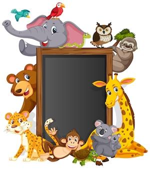 Pusta tablica z różnymi dzikimi zwierzętami