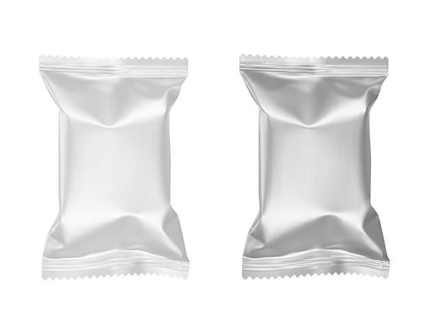 Puste białe plastikowe i srebrne metalowe opakowania foliowe na cukierki do projektowania opakowań realistycznych wektorów