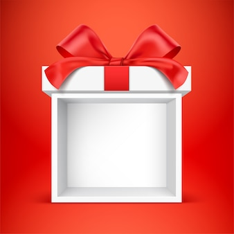 Puste białe pudełko na prezent, na czerwonym tle.