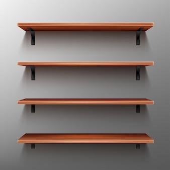 Puste drewniane półki na szarej ścianie