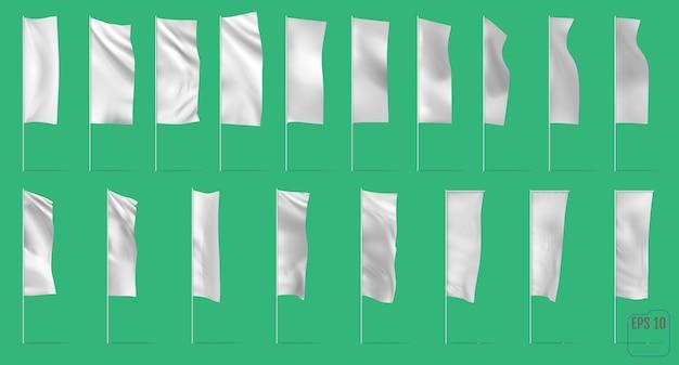 Puste flagi i banery reklamowe.