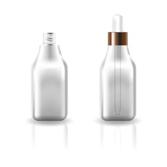 Puste, jasne, kwadratowe butelki kosmetyczne z białą kroplomierzem.