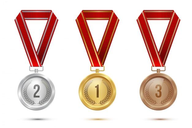 Puste medale złote, srebrne i brązowe wiszące na czerwonych wstążkach na białym tle