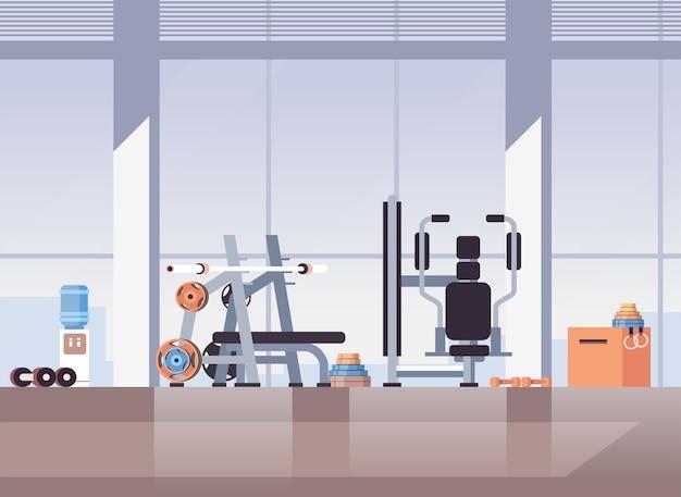 Puste nie ludzie sport siłownia wnętrze sprzęt do ćwiczeń sprzęt treningowy fitness koncepcja zdrowego stylu życia