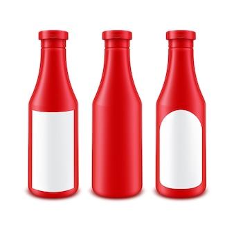 Puste plastikowe butelki ketchupu czerwony pomidor do marki z białą etykietą na białym tle