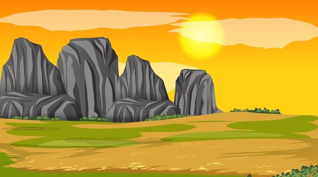 Puste sceny krajobraz parku przyrody w czasie zachodu słońca
