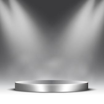 Puste srebrne podium z reflektorami i parą. piedestał.