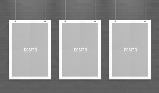 Puste trzy białe makiety wektorowego formatu a4 wiszące z spinaczami. pokaż swoje ulotki, broszury, nagłówki itp. dzięki temu bardzo szczegółowemu realistycznemu elementowi szablonu