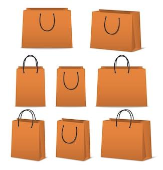 Pustego papieru torba na zakupy ustawia odosobnionego na bielu