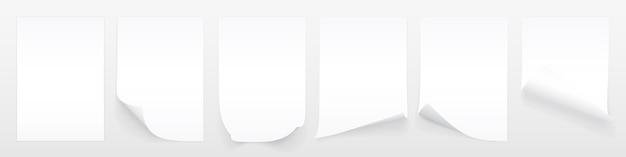 Pusty arkusz białego papieru z zawiniętym rogiem i cieniem, szablon dla twojego. zestaw.