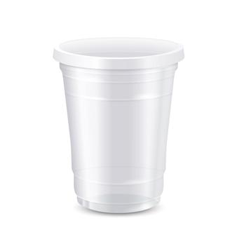 Pusty biały jednorazowy plastikowy kubek