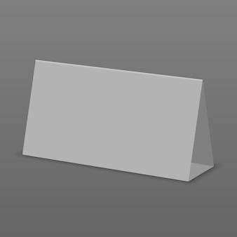 Pusty biały stół wyświetlacz na białym tle. papierowa kalendarzowa karta
