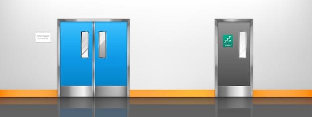 Pusty korytarz z podwójnymi drzwiami do sali szpitalnej, laboratorium lub kuchni restauracyjnej