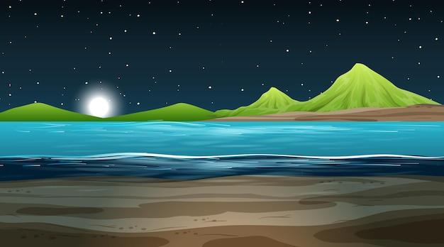 Pusty krajobraz przyrody w nocnej scenie z górskim tłem