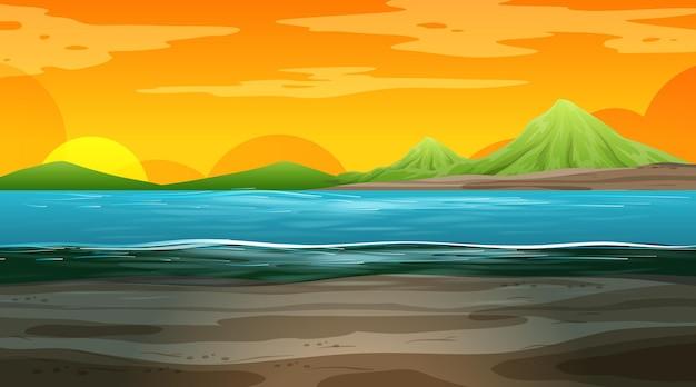 Pusty krajobraz przyrody w scenie czasu zachodu słońca z górą