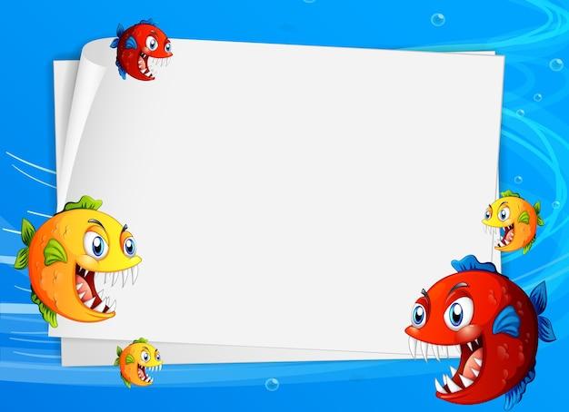 Pusty papierowy szablon z egzotycznymi rybami postać z kreskówki w podwodnej scenie