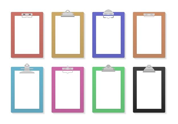 Pusty schowek z pustym arkuszem białego papieru do makiety. strona schowka i kartki papieru. tablica informacyjna notatnika. tablica firmowa z klipsem. wolne miejsce na tekst. ilustracja w płaskiej konstrukcji.