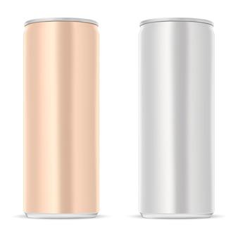 Puszka aluminiowa. szczupła puszka soku na białym tle