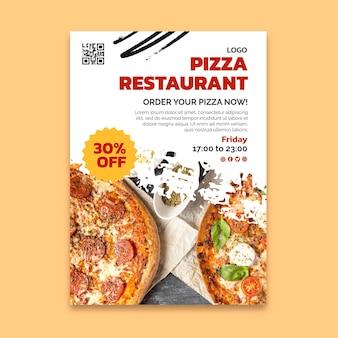 Pyszna pionowa ulotka restauracji pizzy