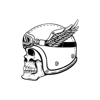 Racer czaszka w skrzydlaty hełm na białym tle. element na logo, etykietę, godło, znak, odznakę. wizerunek