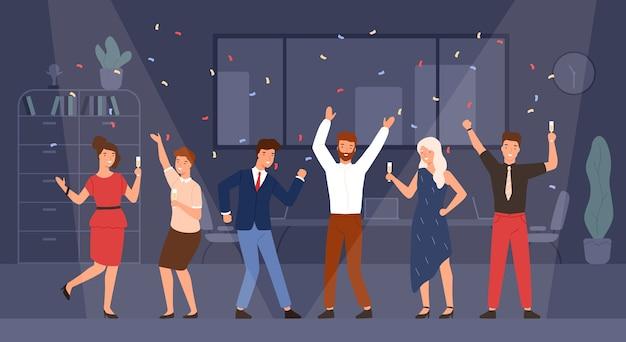 Radośni menedżerowie lub współpracownicy świętujący razem wakacje
