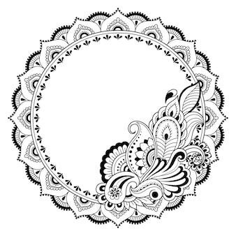 Rama w tradycji wschodniej. stylizowany tatuażem henną dekoracyjny wzór do ozdabiania okładek książki, zeszytu, szkatułki, czasopisma, pocztówki i teczki. mandala kwiatowa w stylu mehndi.