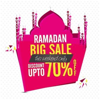 Ramadan duża sprzedaż z ofertą rabatową w wysokości 70%. różowy meczet w kształcie tag w papier wyciąć stylu.