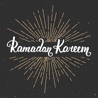 Ramadan kareem szablon projektu karty z pozdrowieniami z nowoczesnej kaligrafii i sunburst w stylu vintage. odręczny napis. ręcznie rysowane elementy projektu. muzułmański święty miesiąc.