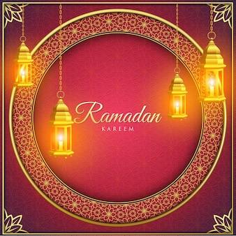 Ramadan kareem ze złotymi ozdobami i czerwonym tłem