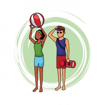 Ratownik z kobietą i piłka plażowa